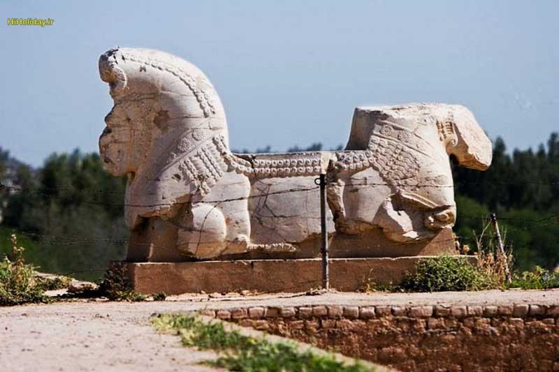 آثار به جا مانده از کاخ آپادانا