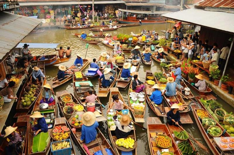 بازار شناور Damneon Saduak بانکوک