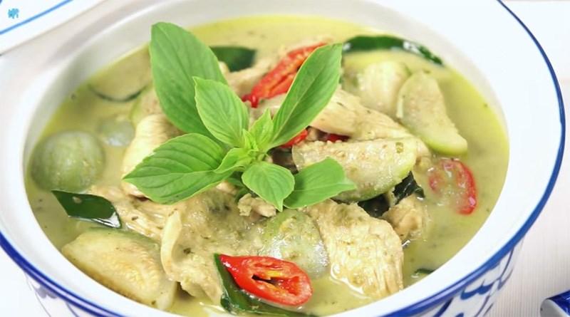 خوراک مرغ کاری تایلندی در بانکوک