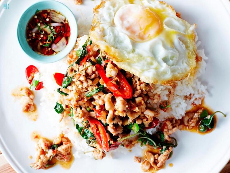 گوشت کبابی و ریحان تایلندی در بانکوک
