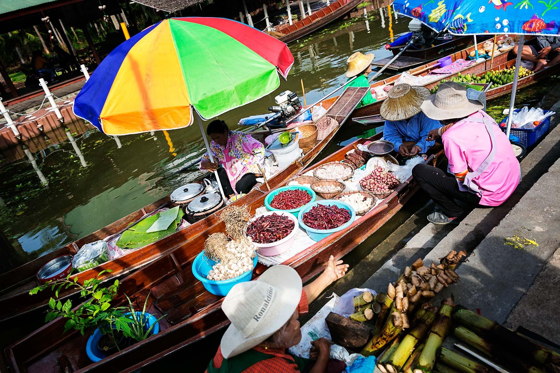 بازار شناور Tha Kha بانکوک
